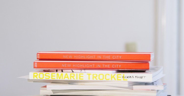 books-on-desk-3782249